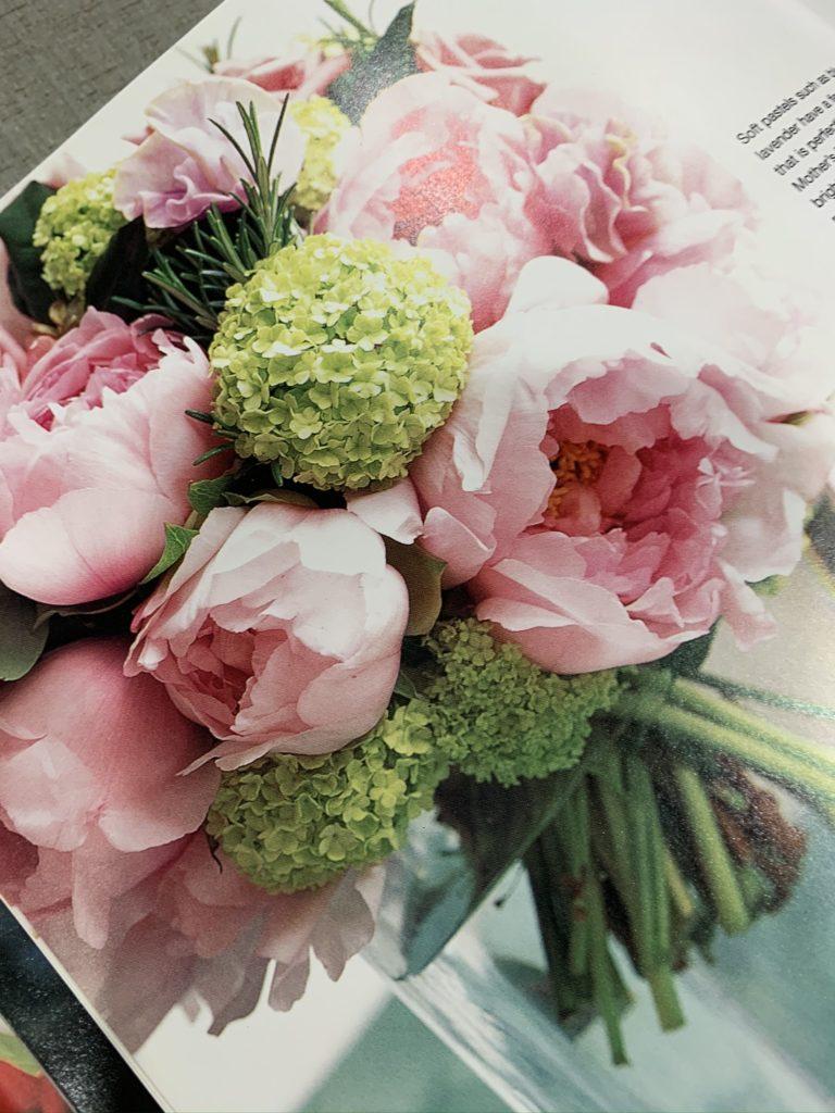 風薫る五月。バラや芍薬が美しい季節の到来です。